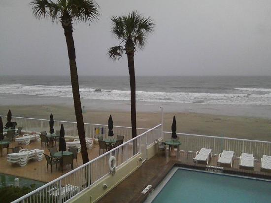 Atlantic Ocean Palm Inn: View from Balcony on the Stormy Day