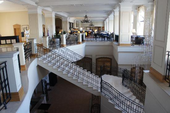 The Westin Dragonara Resort, Malta : Main Lobby Staircase