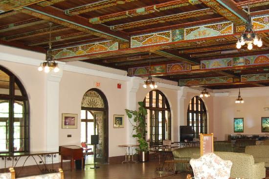 Wakulla Springs Lodge: lobby
