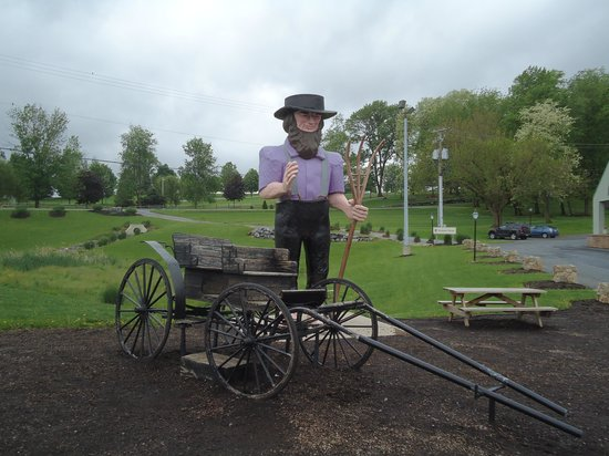 The Lancaster Bed and Breakfast: Outside the Hershey restaurant