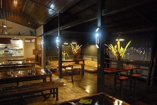 Celeste Mountain Lodge: Restaurant at night