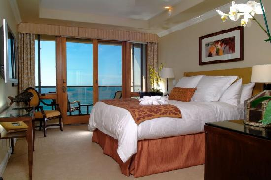 Dolphin Bay Resort & Spa : Bedroom Views from Ocean Front Suites