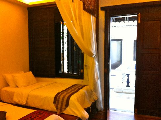 Courtyard @ Heeren Boutique Hotel: Family room spare bed