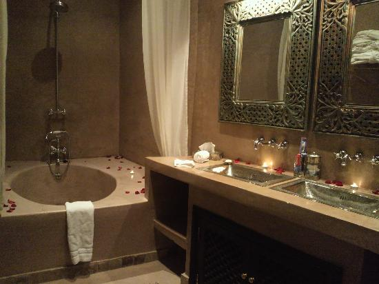 Riad Noir d'Ivoire: Bathroom of Guepard