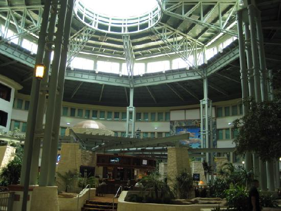 Hilton Austin Airport: The hotel is shaped like a rotunda.