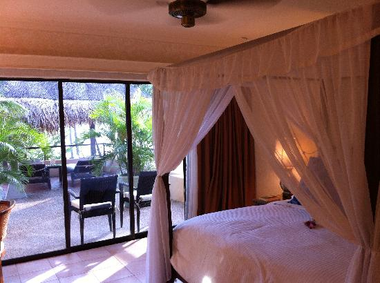 Casa del Mar, Langkawi: Bedroom with four poster in 2 room suite