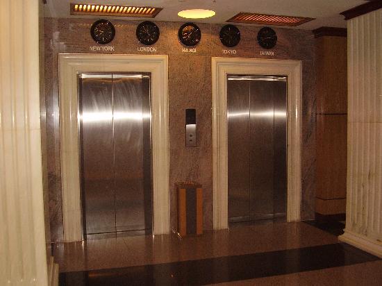 Lavender Hotel: Lift Lobby
