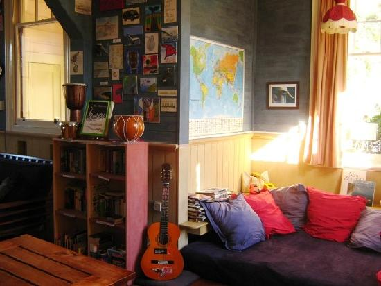 Albatross Backpacker Inn: Cosy lounge