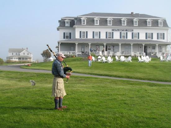 The Atlantic Inn: Brought along our own piper.