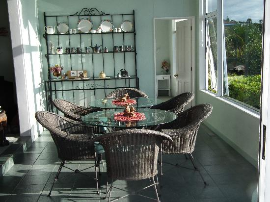 Harbour View Homestay: Breakfast tables