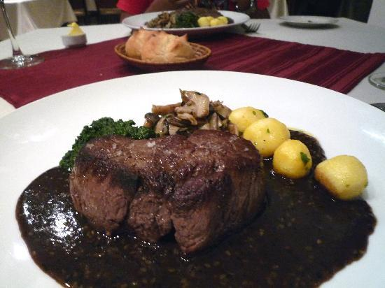 Abacus French Gastronomy: Beef Tenderloin in sesame ginger sauce