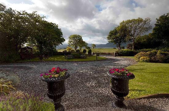 Loch Lein Country House: The View Out the Front Door