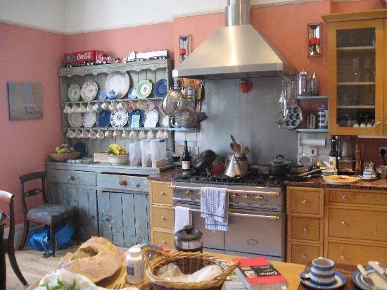 Fox Hill Bed & Breakfast: Lovely kitchen area