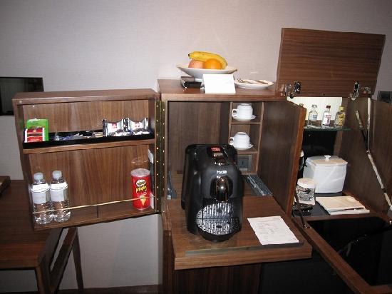 Les Suites Orient, Bund Shanghai: 新しいコーヒーメーカー ポッと等・・