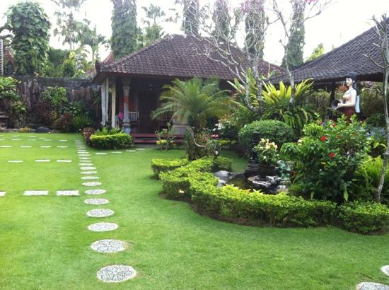 Segara Agung Hotel: garden view from room 5