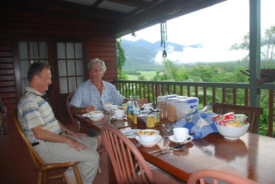 Mossman Gorge Bed and Breakfast: breakfast on the veranda