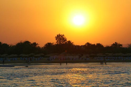 Stella Di Mare Golf Hotel, Ain Sukhna: Sunset on the beach at Stella