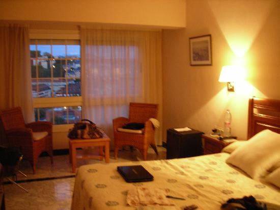 Hotel Avenida : camera matrimoniale