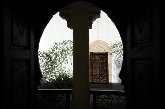 Riad Itrane : Ombre et lumières