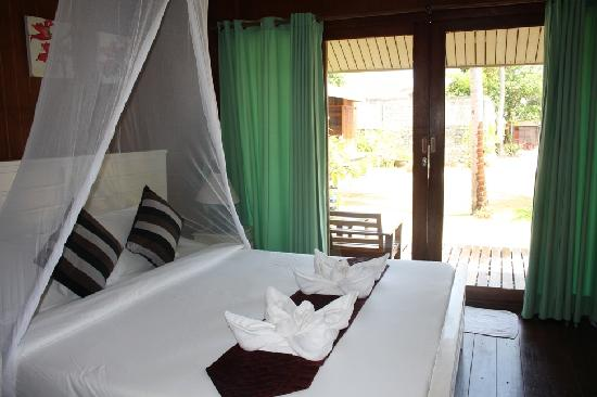 Koh Ngai Thanya Beach Resort: our bedroom
