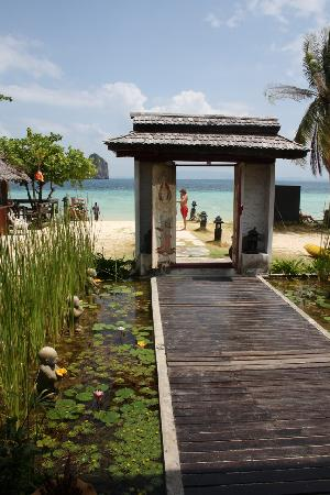 Ko Ngai, Thailand: resort entrance