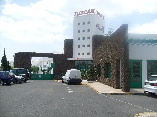 Tuscan Apartments: Entrance of Tuscan