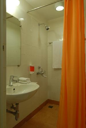 จิงเจอร์ นิวเดลี: toilet