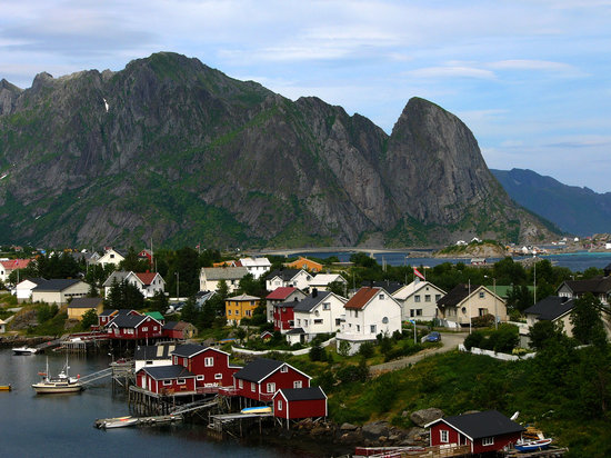 Pizza Restaurants in Reine