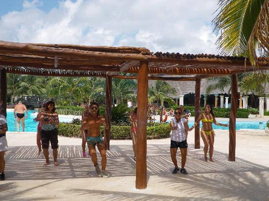 Grand Palladium Kantenah Resort and Spa : Clase de Sumba o Aerobic