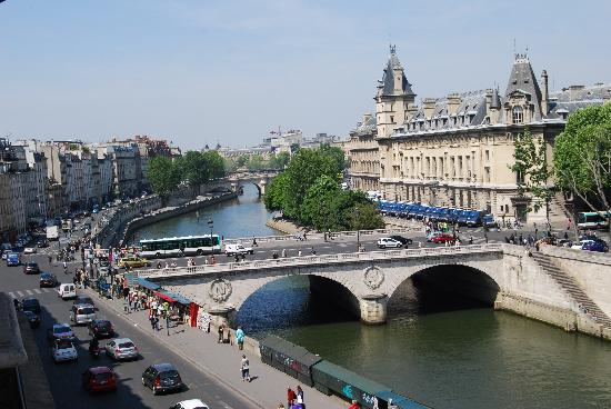 Les Rives De Notre Dame: Taken from Room #8 to the west