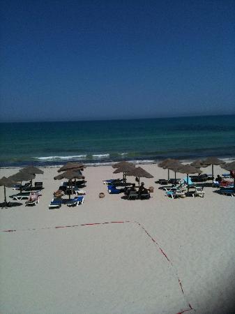 SENTIDO Djerba Beach : Beach view from sunbathing balcony