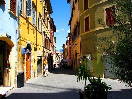 สโปลโต, อิตาลี: Corso Garibaldi, pedestrian centre of Spoleto