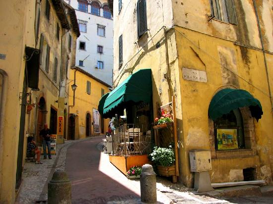 Spoleto, إيطاليا: Porta Fuga, pedestrian centre of Spoleto