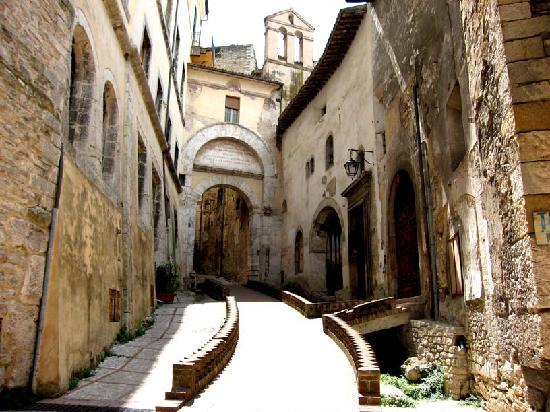 สโปลโต, อิตาลี: Porta Fuga, pedestrian centre of Spoleto