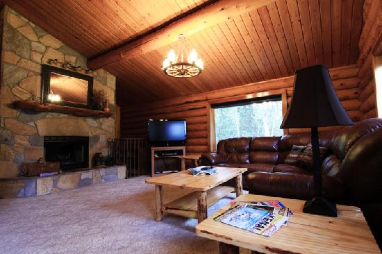 Alaska Serenity Lodge: Upstairs Living Room