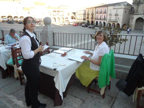 Restaurante Mesón Hostal la Cadena: Prime location