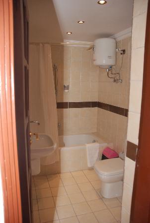 El Tonsy Hotel: Bathroom