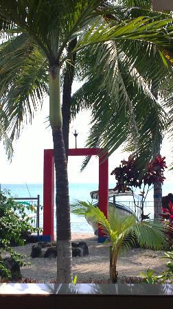 Sido Muncul: La jardin et la plage