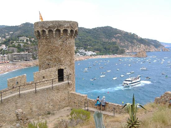 Hotel GHT Costa Brava: Castle in Tossa De Mar -very quaint