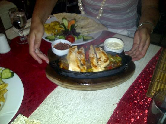 Little Chef : chicken fajitas!! pretty salad!! lushious :))