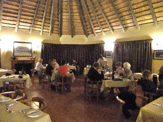 Montusi Mountain Lodge: The dining/breakfast room