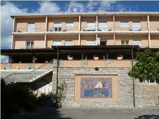 Park Hotel: Hotel front