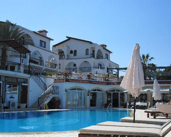 Edremit (Trimithi), Siprus: Hotel and pool
