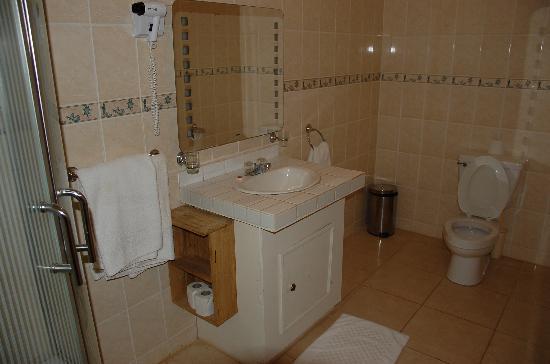 Dunes Resort: Suite bathroom