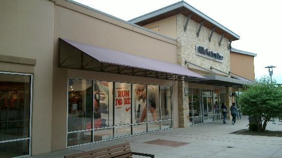 Country Inn & Suites By Carlson, Round Rock: outlet mall Round Rock
