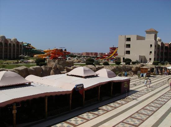 Piscine fotograf a de tirana aqua park resort nabq bay for Aqua piscine otterburn park
