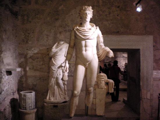 Side Museum: Statue