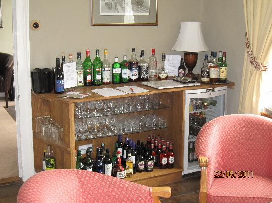 Plas Uchaf Country Guest House: honesty bar in lounge