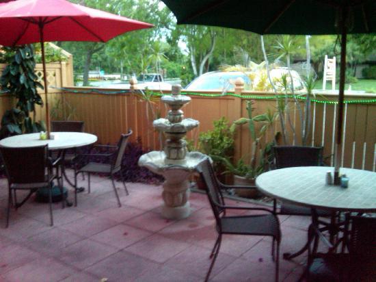 Kenwood Lane Grille: outdoor dining