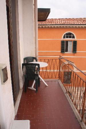 Hotel Cecile: Balcony